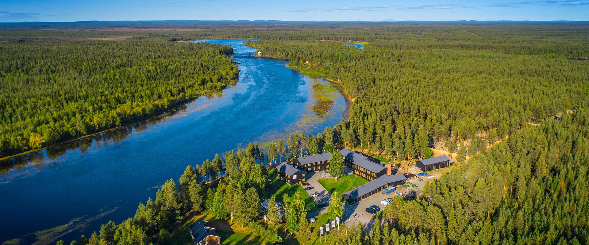 Afbeeldingsresultaat voor arctic river lodge summer